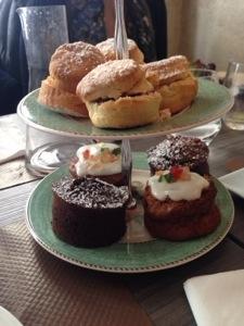 scones, carrot cake, moelleux au chocolat